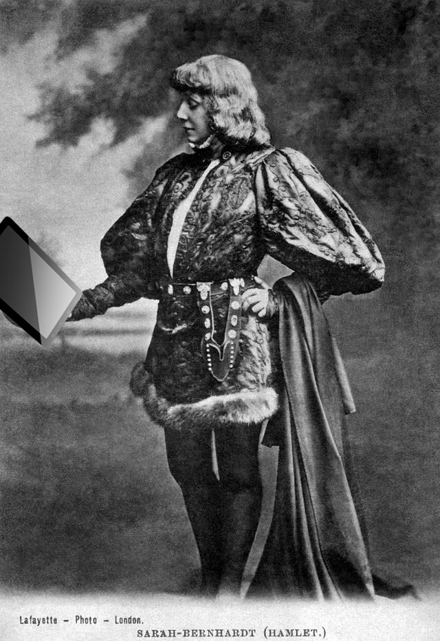 sarah bernhardt as hamlet with ipad